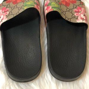 Gucci Shoes - 🎀Gucci Pursuit Slide Sandal Size 37🎀